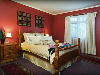 hahndorf holiday accommodation oak villa king size bedroom