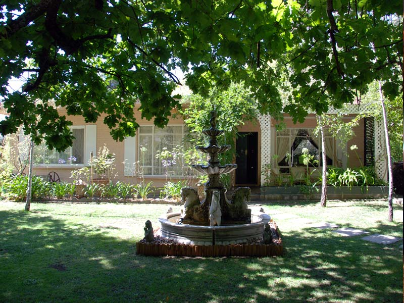 hahndorf house front lawn