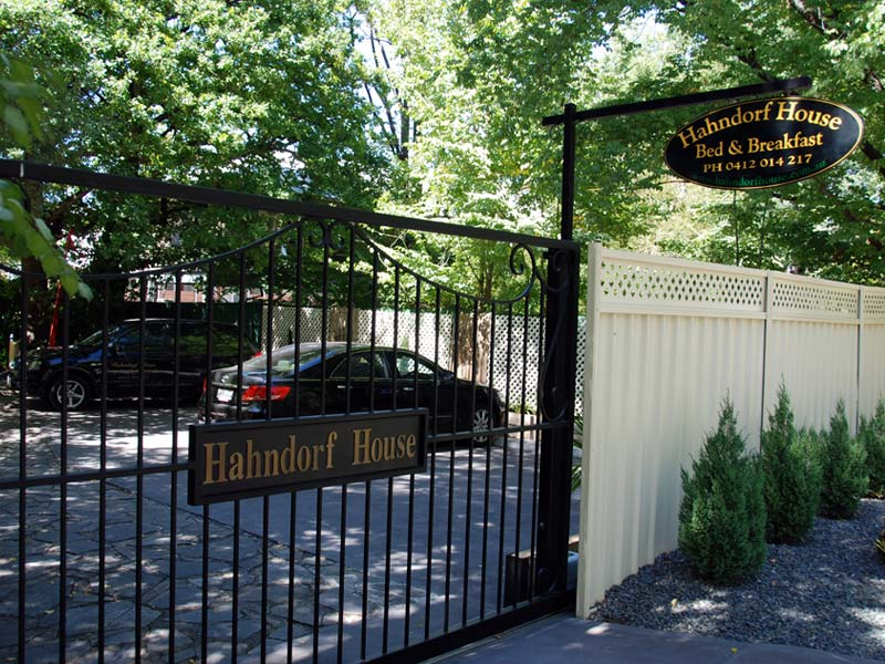 hahndorf holiday accommodation secure gates